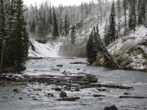 Winter_river_in_yellowstone_park